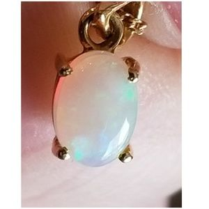 """Jewelry - 18k, 1ct Opal Pendant and Chain Necklace 17"""""""